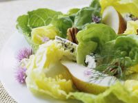 Green Salad with Walnuts, Blue Cheese and Pear recipe