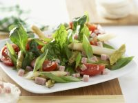 Green Salad with White Asparagus, Tomatoes and Ham recipe