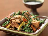 Grilled Salmon with Green Bean Stir-fry recipe