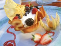 Hippe Basket with Quark Cream and Fruits recipe
