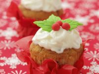 Holly and Ivy Cakes with Frosting recipe