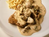 Hunter-Style Schnitzel with White Wine Sauce and Mushrooms recipe