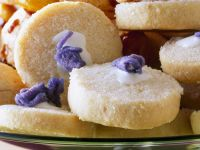 Iced Butter Cookies with Candied Violet recipe