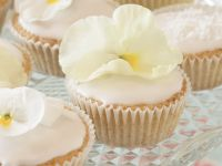 Iced Floral Cakes recipe