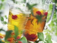 Iced Tea with Berries and Mint recipe