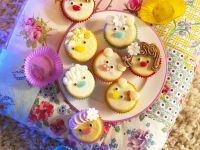 Kids Cupcakes with Faces recipe