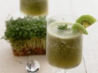 Kiwi and Cress Drink with Sparkling Wine recipe