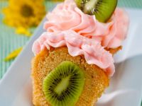 Kiwi Cakes with Cream Topping recipe