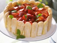 Layered Cake with Sweet Sponge Biscuits and Strawberries recipe