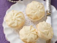 Lemon Shortbread Cookies with White Chocolate Filling recipe