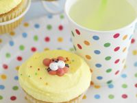 Lemonade with Buttercream-topped Cakes recipe