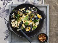 Linguine with Mussels and Lemon Cream Sauce recipe