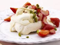 Meringue with Strawberries and Rhubarb recipe