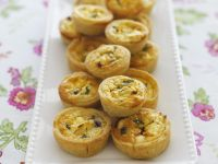 Mini-quiches with Feta and Caramelized Onions recipe