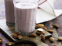 Nut Milk and Berry Drink recipe