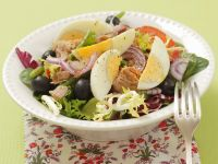 Mixed Salad with Eggs, Olives and Tomatoes recipe
