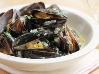 Mussels Steamed in White Wine recipe