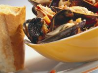Mussels with Tomato Sauce recipe