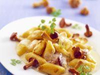Noodles with Chanterelle Sauce recipe