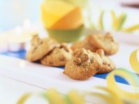 Nut and Raisin Macaroons recipe