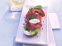 Open Faced Beef Sandwiches with Horseradish Cream recipe