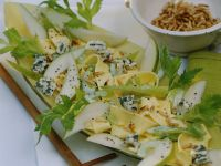 Pappardelle with Cheese Sauce, Pear and Pine Nuts recipe