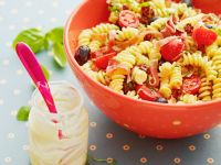 Pasta Salad with Tomatoes, Ham and Olives recipe