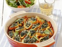 Pasta Shells with Spinach and Tomato Sauce recipe