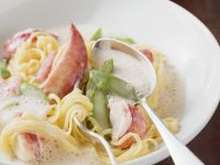 Pasta with Creamy Lobster Sauce recipe