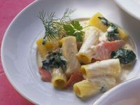Pasta with Smoked Salmon and Spinach Sauce recipe