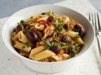 Pasta with Tuna, Tomato Sauce and Olives recipe