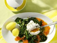 Poached Egg with Spinach and Pepper Sauce recipe