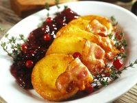 Polish Fried Sheep Cheese with Bacon and Cranberry Sauce recipe