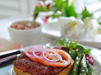 Pork and Beet Burgers with Green Asparagus recipe