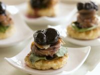 Prosciutto and Blue Cheese Blinis recipe