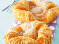 Puff Pastry Pastries with Apricos