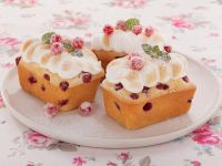 Red Currant Cakes with Meringue recipe