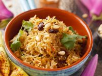 Rice with Spices, Raisins and Pine Nuts recipe