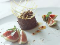Rich Chocolate Cakes with Figs recipe