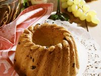 Ring Cake with Raisins recipe