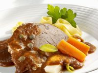 Roast Beef with Noodles and Vegetable Sauce recipe
