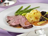 Roasted Sirloin with Potatoes Au Gratin and Green Beans recipe