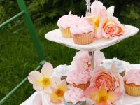 Rose Cupcakes with Frosting recipe