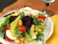 Salad Leaves with Vegetables and Chickpeas recipe