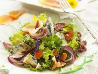 Salad with Spicy Blue Cheese, Nuts and Edible Flowers recipe