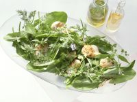 Salad with Warm Scallops and Chile Dressing recipe