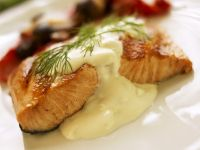 Salmon Fillets with Cream Sauce and Dill recipe