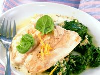 Salmon with Yogurt Sauce and Spinach recipe