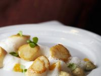 Scallops, White Asparagus and White Wine Foam recipe