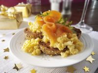 Scrambled Eggs with Smoked Salmon and Bagels recipe